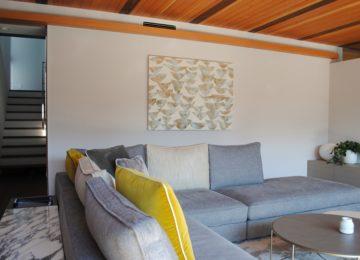アルフレックスのソファーとアート